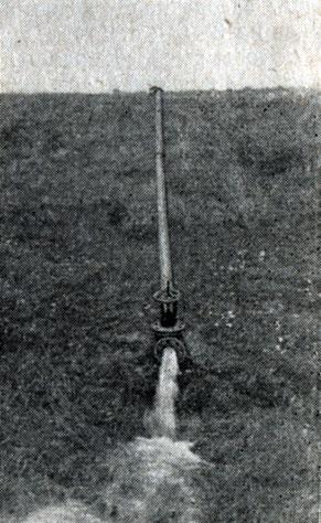 Рис. 3. Спуск воды из пруда при помощи сифонной установки